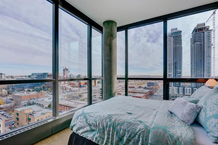 Luxury Downtown/BMO/STAMPDE Condo