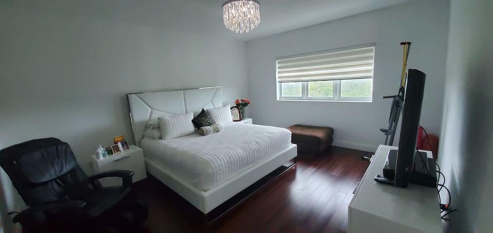 Comfort, Safe, beautiful 2 bedrooms 2/5 bath.