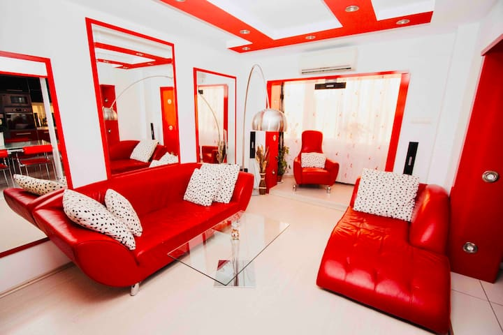 Red Nest ★ Modern | Spacious | Central