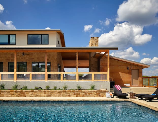 Large Luxury Blanco Riverfront Home with Pool - Wimberley - Rumah
