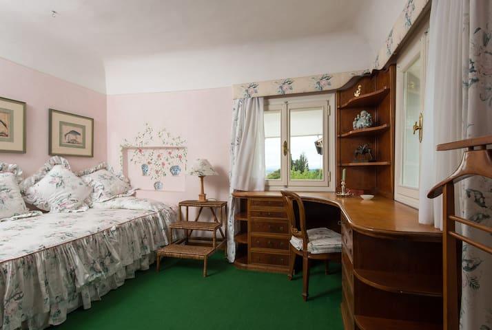 Cameretta comunicante alla Suite con Vista (bagno in comune).