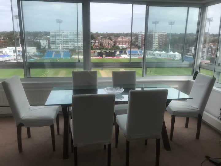 Huge 1b flat, views of cricket, massive balcony