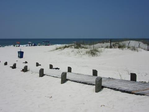 2BR/2BA Condo with great Gulf views!