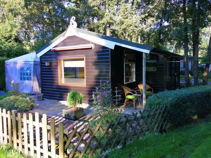 Nostalgisch huisje aan de vijver