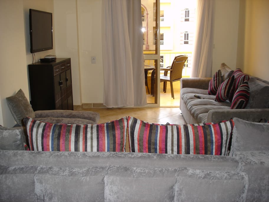 Westside Village – Large 1 bedroom 80m2 – Modern and fully equipped