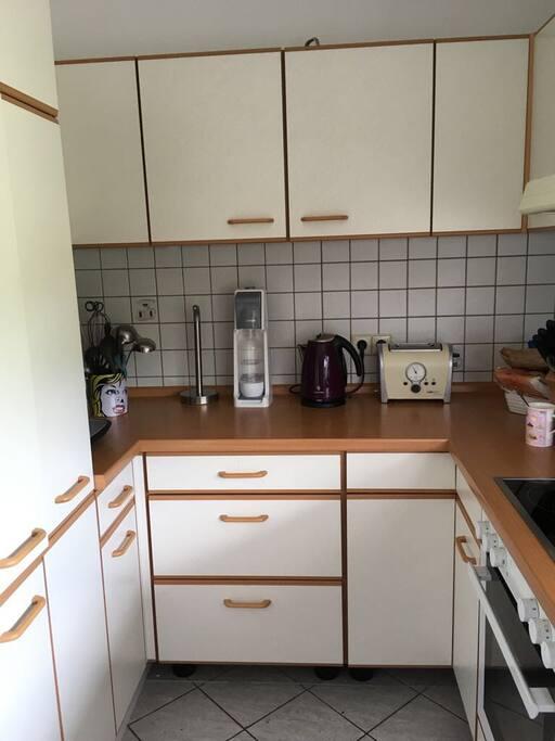 Küche mit Kaffeemaschine zur gemeinsamen Nutzung