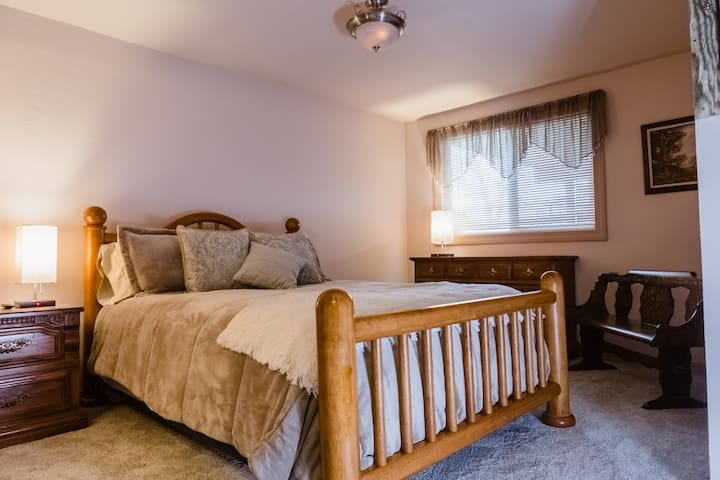 SUNRISE ROOM - Cozy queen size bed, open closet storage and smart tv.