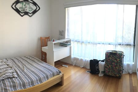 Cozy room near Clayton Station - Melbourne