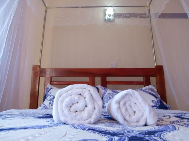 Master bedroom, with Queen bed