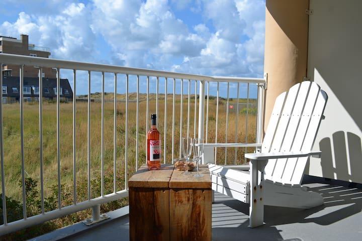 Beach House SEA-side/seaview (private parkplatz!)