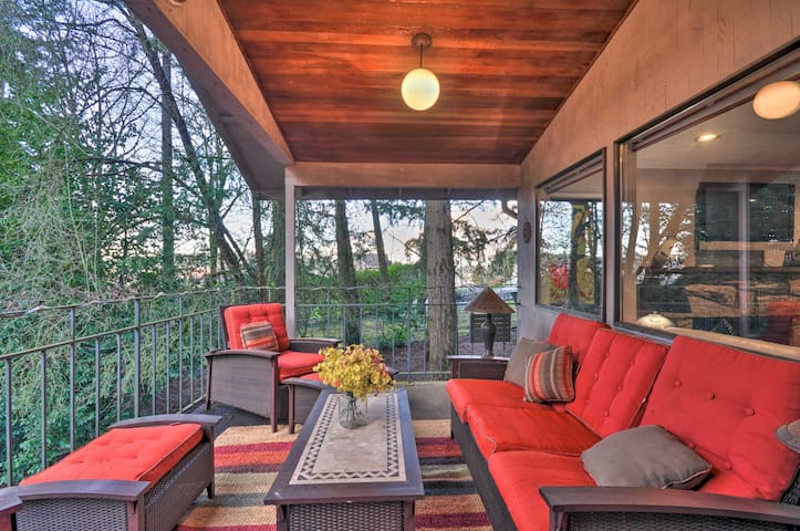 NEW! Tigard Retreat w/Deck, 15 Mins From Portland!