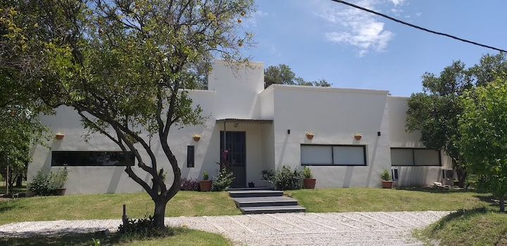 Beautiful country house minutes from Rosario
