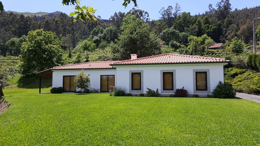 Vila Nova de Cerveira - Casa das Leiras - 34037/AL
