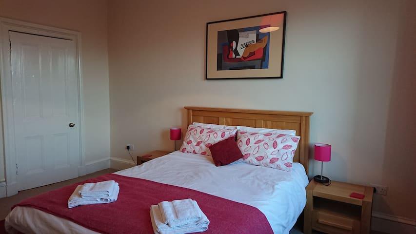 Immaculate Edinburgh 2 bedroom flat