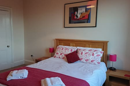 Immaculate Edinburgh 2 bedroom flat