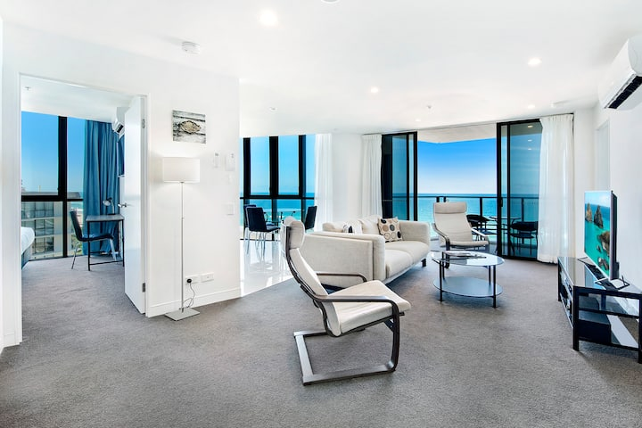 Rhapsody 2 Bedroom Ocean View Apartment in Surfers Paradise