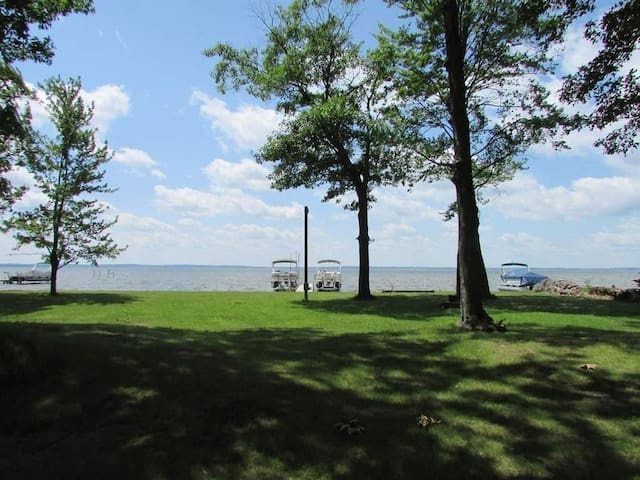 Houghton Lake home with a view