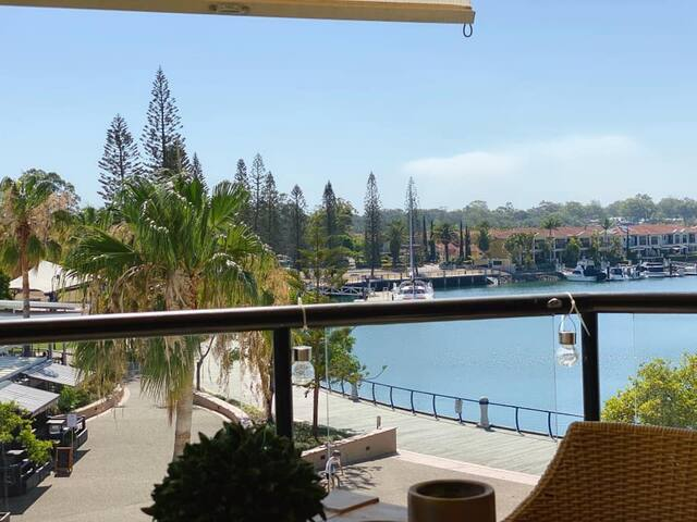 Stylish apartment overlooking Raby Bay Harbour