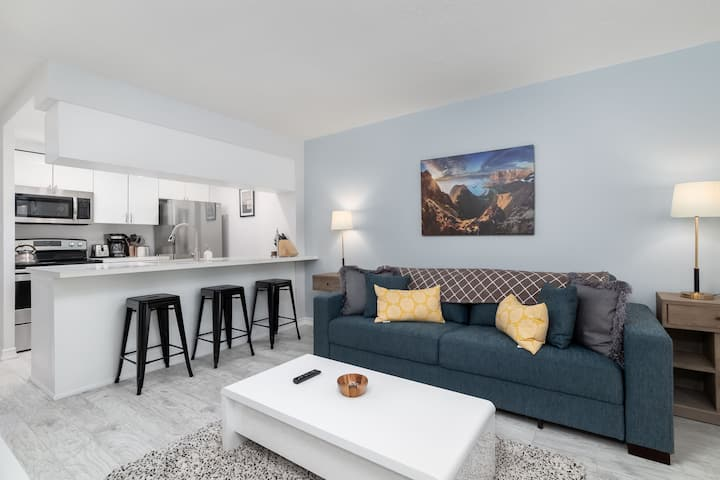 Entertainment District-2BR +Sofabed +Easy Parking!