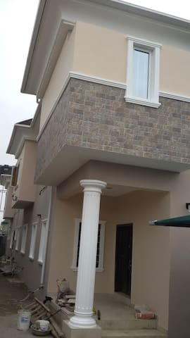 Semi detached duplex in Ogudu Orioke Estate - Lagos - Guesthouse