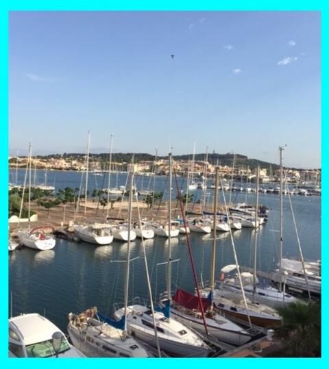apt5 vue exceptionnelle wifi/clim/piscine/parking