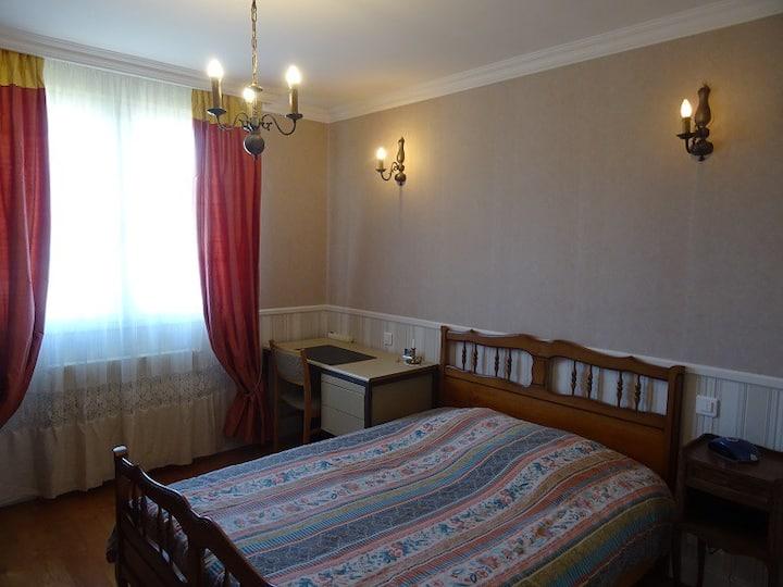 Chambre dans maison-85310-La Chaize Le Vicomte