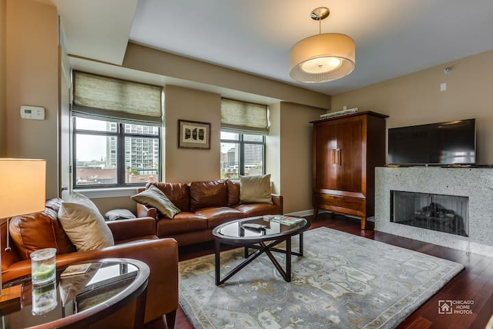 2BR/2BA Long Term Condo in River North