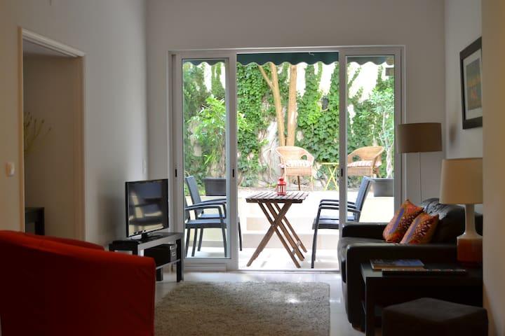 Central confortable apartment with garden