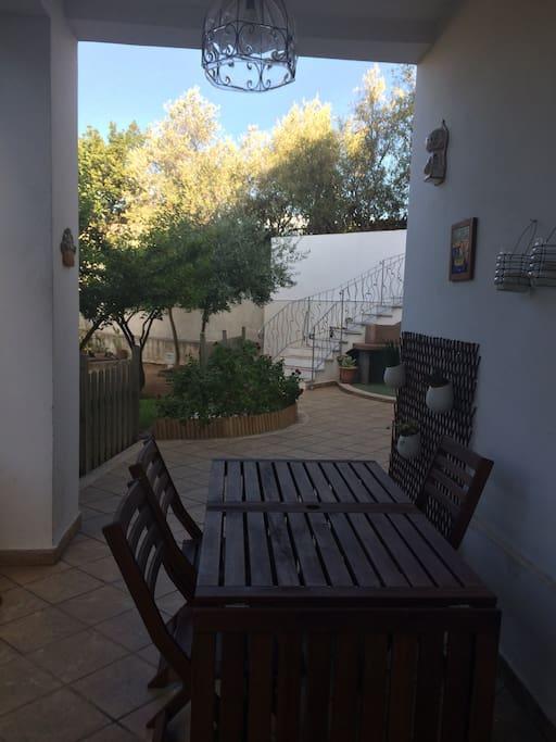 Tavolo e giardino
