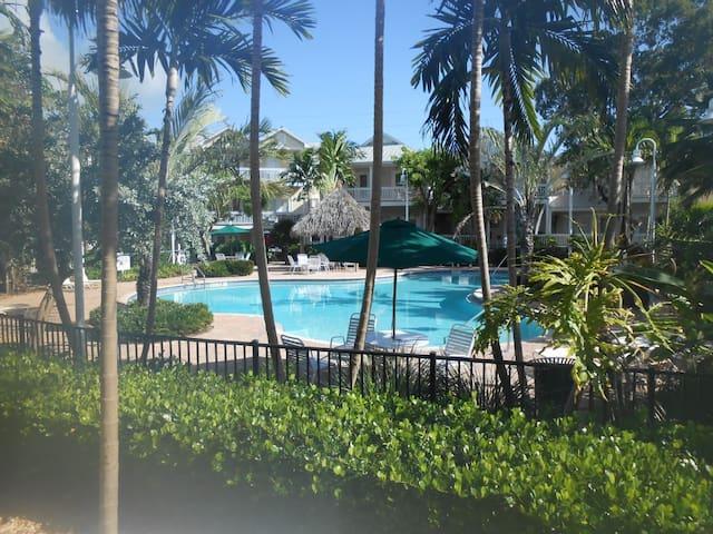 3/3 Tropical Key West Home Get Away