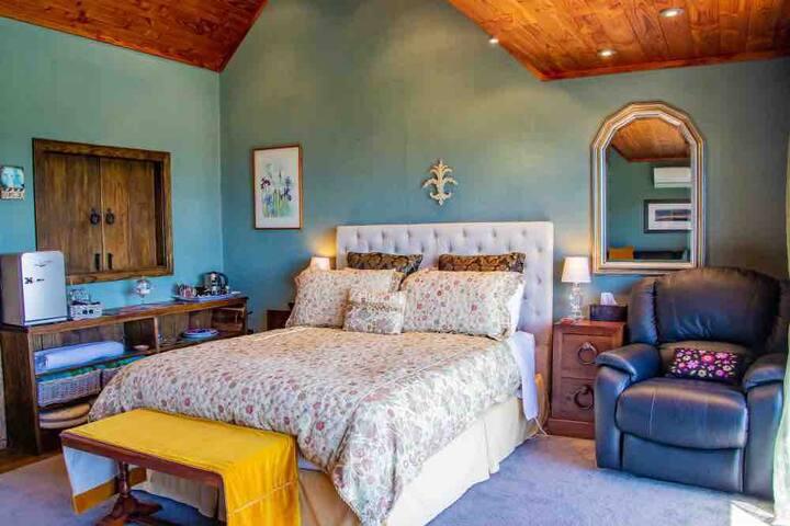 Matua Lodge Tauranga   Harbour veiw suite