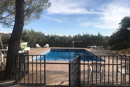 Casa rural con piscina privada cerca de Madrid