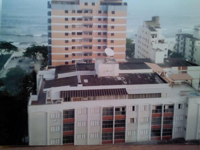 Apto 1 dormitório  praia do tombo Guarujá sp.
