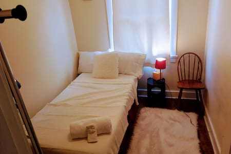 1 TwinBedRoom-Street view- Little Paris