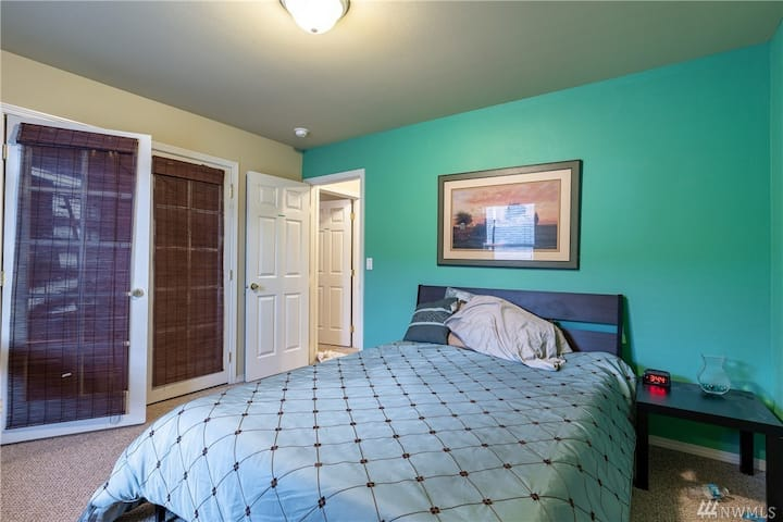 Mt. Goode Suite at Snoqualmie Mansion