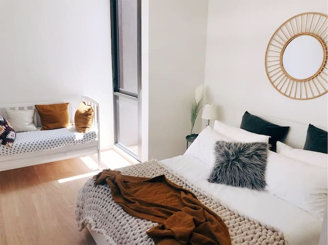 Holiday home /Hurstville/close to station/airport