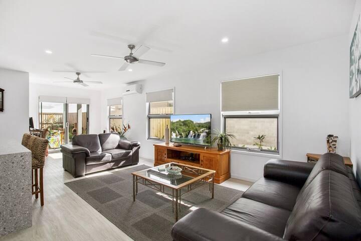 New Beach Style Home with Spa, Peregian Beach