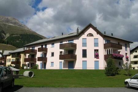 SKI-WM St.Moritz - schöne Wohnung 2 Personen - チェレリーナ/シュラリグナ
