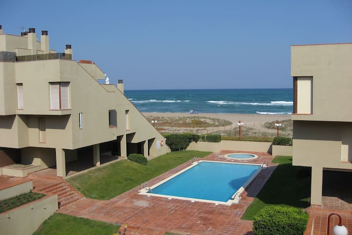 Inviting Apartment in Playa de Pals with Pool