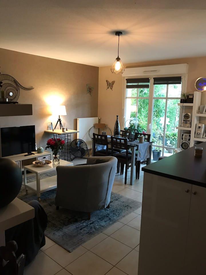Appartement 1 chambre disponible avec TV privée