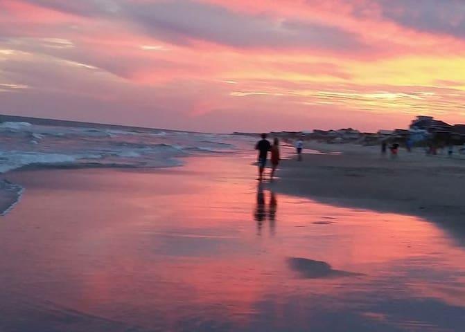 Island Love Shack 1 minute to beach