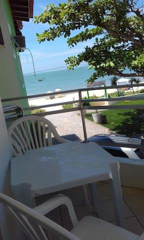 Apartamento de frente ao mar para 6 pessoas - Bombinhas - Bed & Breakfast