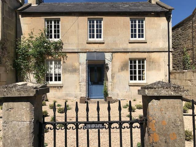 Luxurious cottage, village location nr Bath