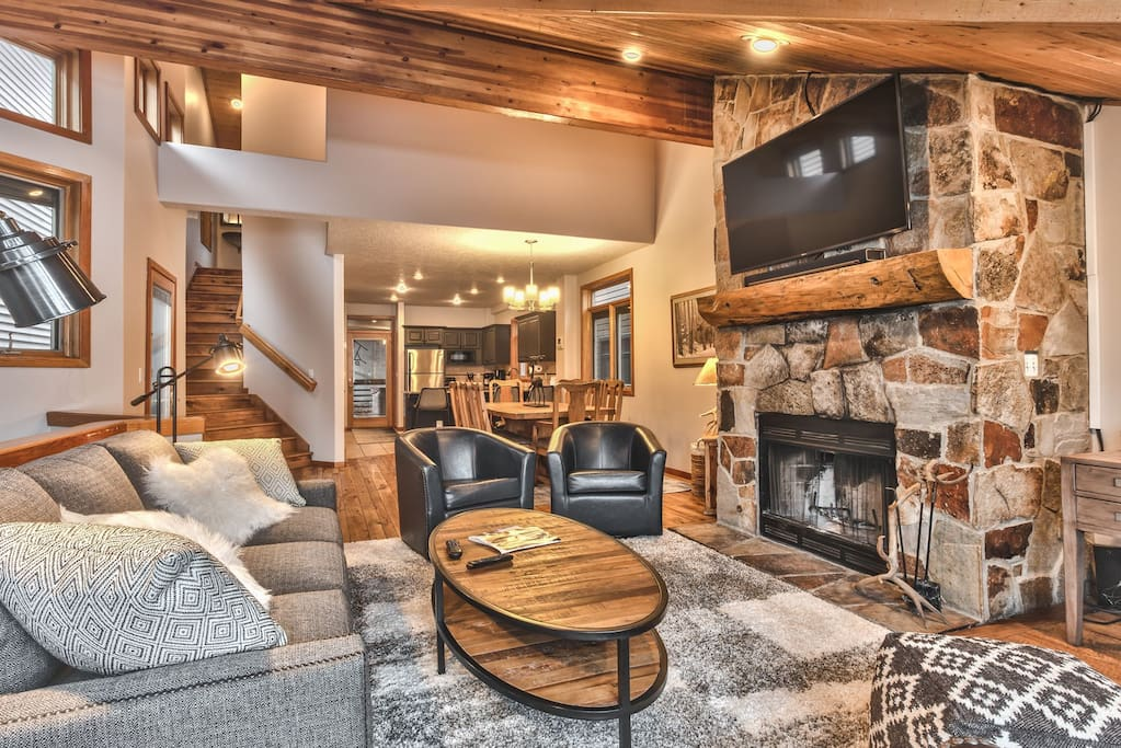 Living Room with Comfortable Mountain Furnishings, Fireplace and TV
