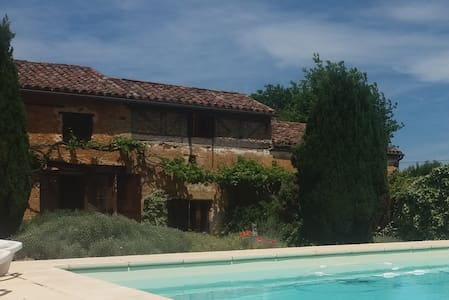 Entire Renovated Farmhouse with Heated Pool