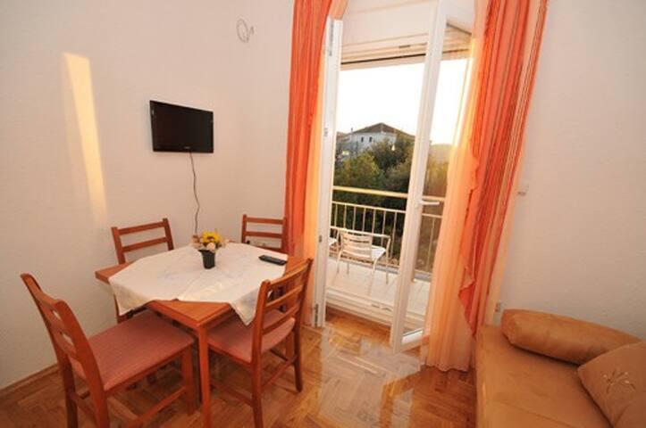 Apartment Neve, near Trogir, A2+2 - Marina - Daire