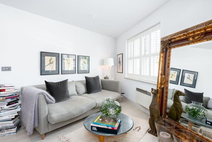 Stylish one bed Weybridge Surrey greaterLondon