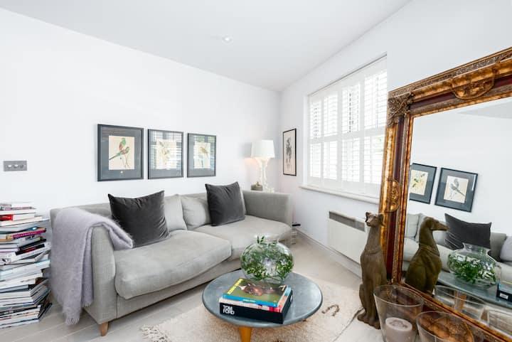 Stylish peaceful one bed apt Weybridge surrey