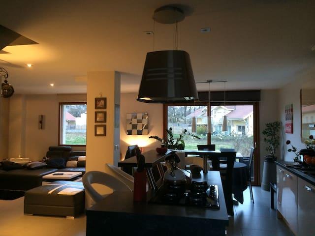 Maison au calme de 100m2,  proche d'Annecy - Montagny-les-Lanches - Talo