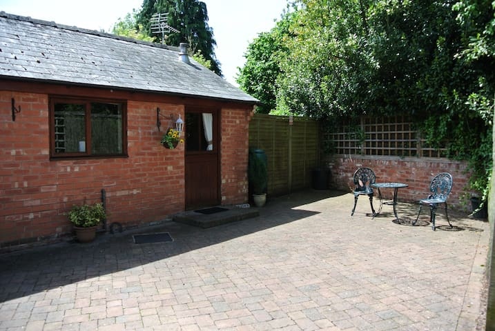 Beautifully Converted Hop Store - LEDBURY - Bungalov